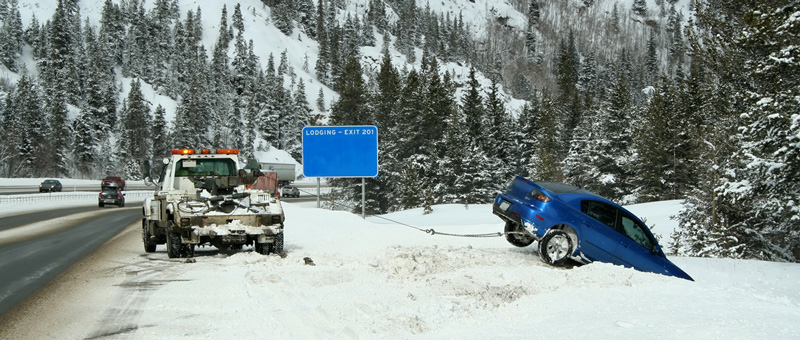 Roadside Emergency Help: How to Use Recovery Straps to Get Out of the Snow